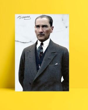 Sivil Kıyafetli Atatürk posteri