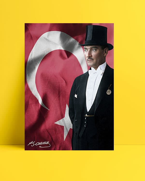 Türk Bayrağı ve Atatürk Posteri